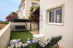 Терраса. Кипр, Пернера : Уютная вилла с 2-мя спальнями. приватным двориком, тенистой террасой с патио, расположена в комплексе с бассейном