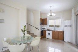 Кухня. Кипр, Пернера : Уютная вилла с 2-мя спальнями. приватным двориком, тенистой террасой с патио, расположена в комплексе с бассейном