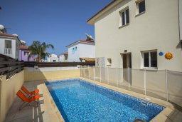 Фасад дома. Кипр, Пернера Тринити : Прекрасная вилла с 2-мя спальнями, с бассейном, тенистой террасой с патио и каменным барбекю, расположена в 150 метров от пляжа Trinity Beach (Ayia Triada)
