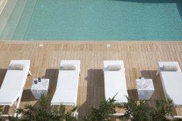Бассейн. Кипр, Пернера : Роскошная пляжная вилла с панорамным видом на море, с 5-ю спальнями, 5-ю ванными комнатами, с бассейном, джакузи, кинозалом, тренажерным залом, барбекю, расположена в 20 метрах от моря в тихом районе Пернера
