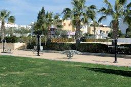 Парковка. Кипр, Центр Айя Напы : Апартамент с гостиной, отдельной спальней и балконом