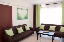 Гостиная. Кипр, Центр Айя Напы : Апартамент с гостиной, отдельной спальней и балконом