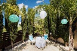 Терраса. Кипр, Пейя : Роскошная вилла с бассейном и джакузи, 3 спальни, 2 ванные комнаты, настольный теннис, барбекю, парковка, Wi-Fi