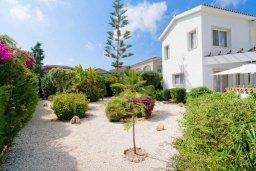 Фасад дома. Кипр, Корал Бэй : Роскошная вилла с невероятным видом на море, с 3-мя спальнями, 2-мя ванными комнатами, бассейном, бильярдом, настольным теннисом и барбекю, расположена на пляже в Coral Bay