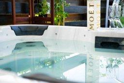 Прочее. Кипр, Св.Георг : Удивительная вилла с видом на море, с 4-мя спальнями, 3-мя ванными комнатами, с бассейном, джакузи, тенистой терраой с патио, детской площадкой, расположена в престижном районе St.George
