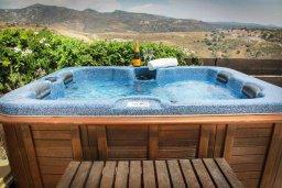 Прочее. Кипр, Пейя : Роскошная вилла с бассейном и джакузи, 4 спальни, 3 ванные комнаты, настольный теннис, барбекю, парковка, Wi-Fi