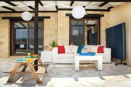 Патио. Кипр, Пейя : Роскошная вилла с бассейном и джакузи, 4 спальни, 3 ванные комнаты, настольный теннис, барбекю, парковка, Wi-Fi