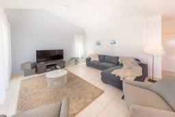Гостиная. Кипр, Пейя : Потрясающая вилла с 4-мя спальнями, 3-мя ванными комнатами, бассейном, патио и барбекю, расположена на склоне холма над Coral Bay