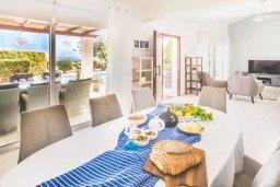 Обеденная зона. Кипр, Пейя : Прекрасная вилла с бассейном и джакузи, 4 спальни, 3 ванные комнаты, барбекю, парковка, Wi-Fi