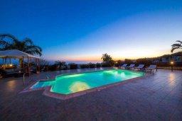 Бассейн. Кипр, Пейя : Прекрасная вилла с бассейном и джакузи, 4 спальни, 4 ванные комнаты, барбекю, парковка, Wi-Fi