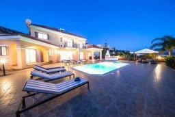 Фасад дома. Кипр, Пейя : Прекрасная вилла с бассейном и джакузи, 4 спальни, 4 ванные комнаты, барбекю, парковка, Wi-Fi