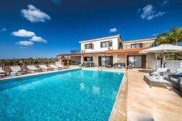 Фасад дома. Кипр, Си Кейвз : Прекрасная вилла с большим бассейном и джакузи, 4 спальни, 3 ванные комнаты, бильярд, настольный теннис, барбекю, парковка, Wi-Fi