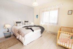 Спальня. Кипр, Си Кейвз : Прекрасная вилла с большим бассейном и джакузи, 4 спальни, 3 ванные комнаты, бильярд, настольный теннис, барбекю, парковка, Wi-Fi