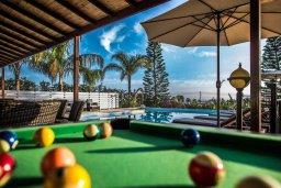 Прочее. Кипр, Си Кейвз : Прекрасная вилла с большим бассейном и джакузи, 4 спальни, 3 ванные комнаты, бильярд, настольный теннис, барбекю, парковка, Wi-Fi