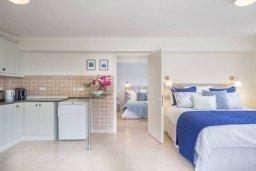 Спальня. Кипр, Пейя : Роскошная вилла с бассейном, зеленым двориком с джакузи, бильярдом, барбекю, 5 спален, 3 ванные комнаты, парковка, Wi-Fi