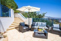 Патио. Кипр, Пейя : Шикарная вилла с невероятным видом на море и горы, с 4-мя спальнями, 3-мя ванными комнатами, большим бассейном, джакузи, настольным теннисом, патио и барбекю