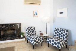 Гостиная. Кипр, Пейя : Роскошная вилла с бассейном, джакузи и двориком с барбекю, 4 спальни, 3 ванные комнаты, настольный теннис, парковка, Wi-Fi