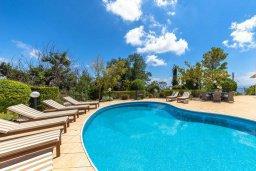 Бассейн. Кипр, Пейя : Потрясающая вилла с видом на море, с 5-ю спальнями, 2-мя ванными комнатами, бассейном, пышным зелёным садом, джакузи, патио и барбекю