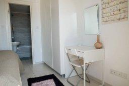 Спальня. Кипр, Пафос город : Двухэтажный таунхаус в комплексе с бассейном, с гостиной, двумя спальнями и видом на море
