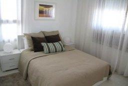 Спальня. Кипр, Пафос город : Апартамент в комплексе с бассейном, с гостиной, двумя спальнями и балконом