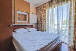 Спальня. Кипр, Гермасойя Лимассол : Таунхаус в комплексе с бассейном, 3 спальни, 2 ванные комнаты, патио, балкон, парковка, Wi-Fi