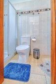 Ванная комната. Кипр, Гермасойя Лимассол : Таунхаус в комплексе с бассейном, 3 спальни, 2 ванные комнаты, патио, балкон, парковка, Wi-Fi