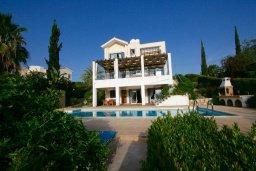 Фасад дома. Кипр, Лачи : Уютная вилла с бассейном и зеленым двориком, 4 спальни, 2 ванные комнаты, барбекю, парковка, Wi-Fi