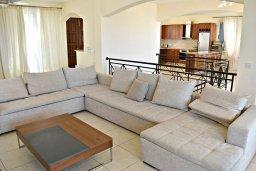 Гостиная. Кипр, Лачи : Роскошная вилла с бассейном и зеленым двориком с барбекю, 4 спальни, 3 ванные комнаты, парковка, Wi-Fi
