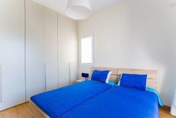 Спальня 2. Кипр, Центр Лимассола : Современный апартамент в комплексе с бассейном и в 100 метрах от пляжа, с большой гостиной, двумя спальнями, двумя ванными комнатами и большим балконом с видом на море