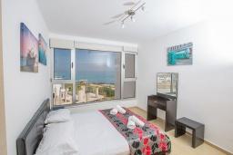 Спальня. Кипр, Фиг Три Бэй Протарас : Апартамент с гостиной, отдельной спальней и балконом с потрясающим видом на Средиземное море, расположен в комплексе с бассейном в центре Протараса, всего в нескольких метрах от знаменитого пляжа Fig Tree Bay