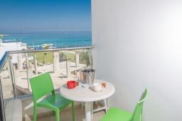 Вид на море. Кипр, Фиг Три Бэй Протарас : Апартамент с гостиной, отдельной спальней и балконом с потрясающим видом на Средиземное море, расположен в комплексе с бассейном в центре Протараса, всего в нескольких метрах от знаменитого пляжа Fig Tree Bay