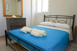 Спальня. Кипр, Пейя : Апартамент в комплексе с бассейном, с гостиной, отдельной спальней и балконом