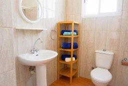 Ванная комната. Кипр, Пейя : Апартамент в комплексе с бассейном, с гостиной, отдельной спальней и балконом