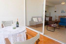 Балкон. Кипр, Пейя : Апартамент в комплексе с бассейном, с гостиной, отдельной спальней и балконом