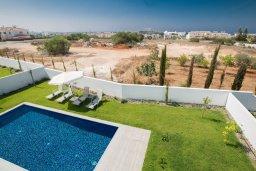 Территория. Кипр, Нисси Бич : Роскошная современная вилла с бассейном и зеленым двориком с барбекю, 4 спальни, 3 ванные комнаты, парковка, Wi-Fi