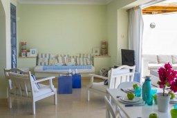 Гостиная. Кипр, Фиг Три Бэй Протарас : Современная, комфортабельная и роскошная вилла с 2-мя спальнями, 3-мя ванными комнатами, бассейном, патио и барбекю