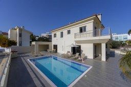 Вид на виллу/дом снаружи. Кипр, Фиг Три Бэй Протарас : Прекрасная вилла с 4-мя спальнями, 2-мя ванными комнатами, бассейном, тенистой террасой, патио и барбекю, расположена в 100 метрах от пляжа