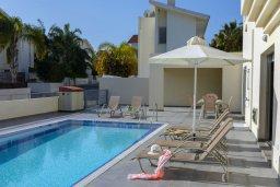 Бассейн. Кипр, Фиг Три Бэй Протарас : Прекрасная вилла с 4-мя спальнями, 2-мя ванными комнатами, бассейном, тенистой террасой, патио и барбекю, расположена в 100 метрах от пляжа