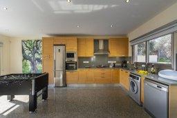 Кухня. Кипр, Фиг Три Бэй Протарас : Прекрасная вилла с 4-мя спальнями, 2-мя ванными комнатами, бассейном, тенистой террасой, патио и барбекю, расположена в 100 метрах от пляжа