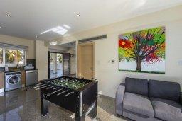 Гостиная. Кипр, Фиг Три Бэй Протарас : Прекрасная вилла с 4-мя спальнями, 2-мя ванными комнатами, бассейном, тенистой террасой, патио и барбекю, расположена в 100 метрах от пляжа