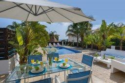 Обеденная зона. Кипр, Санрайз Протарас : Очаровательная вилла с 3-мя спальнями, 2-мя ванными комнатами, просторным частным садом, бассейном, патио и барбекю, расположена в самом центре Протараса