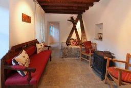 Гостиная. Кипр, Какопетрия : Традиционный каменный дом с отдельной спальней на горнолыжном курорте