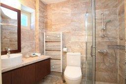 Ванная комната. Кипр, Какопетрия : Традиционный каменный дом с отдельной спальней на горнолыжном курорте