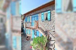 Фасад дома. Кипр, Какопетрия : Традиционный каменный дом с отдельной спальней на горнолыжном курорте