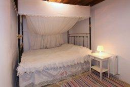 Спальня. Кипр, Какопетрия : Традиционный каменный дом с отдельной спальней на горнолыжном курорте