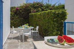 Обеденная зона. Кипр, Фиг Три Бэй Протарас : Уютная вилла с 2-мя спальнями, 2 ванными комнатами, с зелёным двориком, патио и барбекю,  расположена в тихом и уникальном месте на побережье Протараса