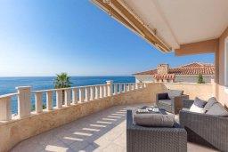Балкон. Кипр, Корал Бэй : Роскошная вилла с невероятным панорамным видом на море, с 7-ю спальнями, 7-ю ванными комнатами, бассейном, джакузи, зелёным садом, барбекю, бильярд, расположена в самом сердце Coral Bay