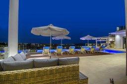 Патио. Кипр, Пейя : Роскошная вилла с невероятным видом на средиземное море, с 5-ю спальнями, 6 ванными комнатами, большим бассейном, lounge-зоной, террасой на крыше, сауной, домашним кинотеатром и уличным баром