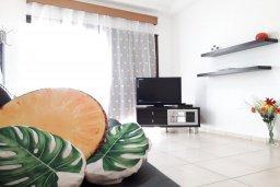 Гостиная. Кипр, Ларнака город : Апартамент с гостиной, двумя спальнями и балконом