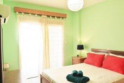 Спальня. Кипр, Ларнака город : Апартамент с гостиной, двумя спальнями и балконом